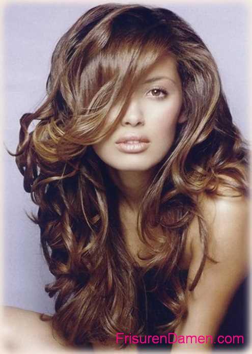 frisuren mit langen lockigen haaren