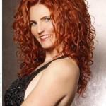 rote frisuren mit langen lockigen haaren